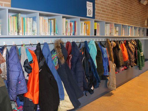 Garderobe en boekenplank