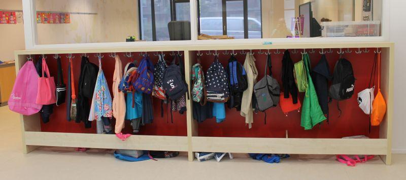 Garderobekast met open tassenbak