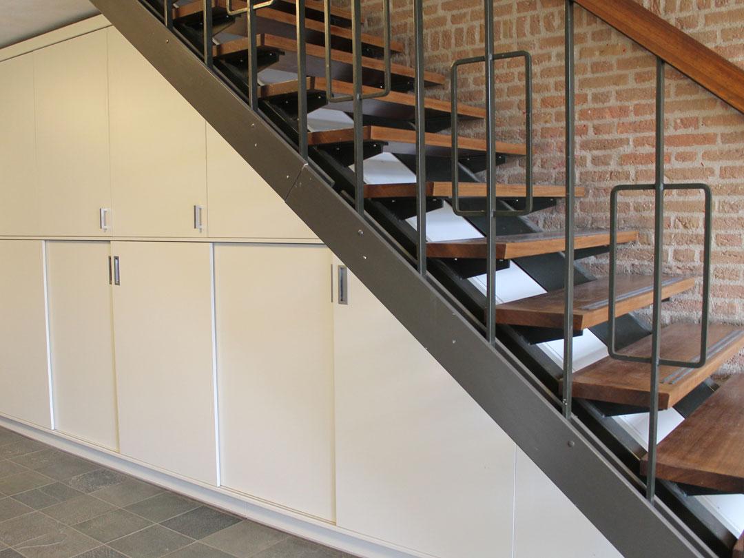 Kast In Trap : Kast onder trap schoolmeubel op maat