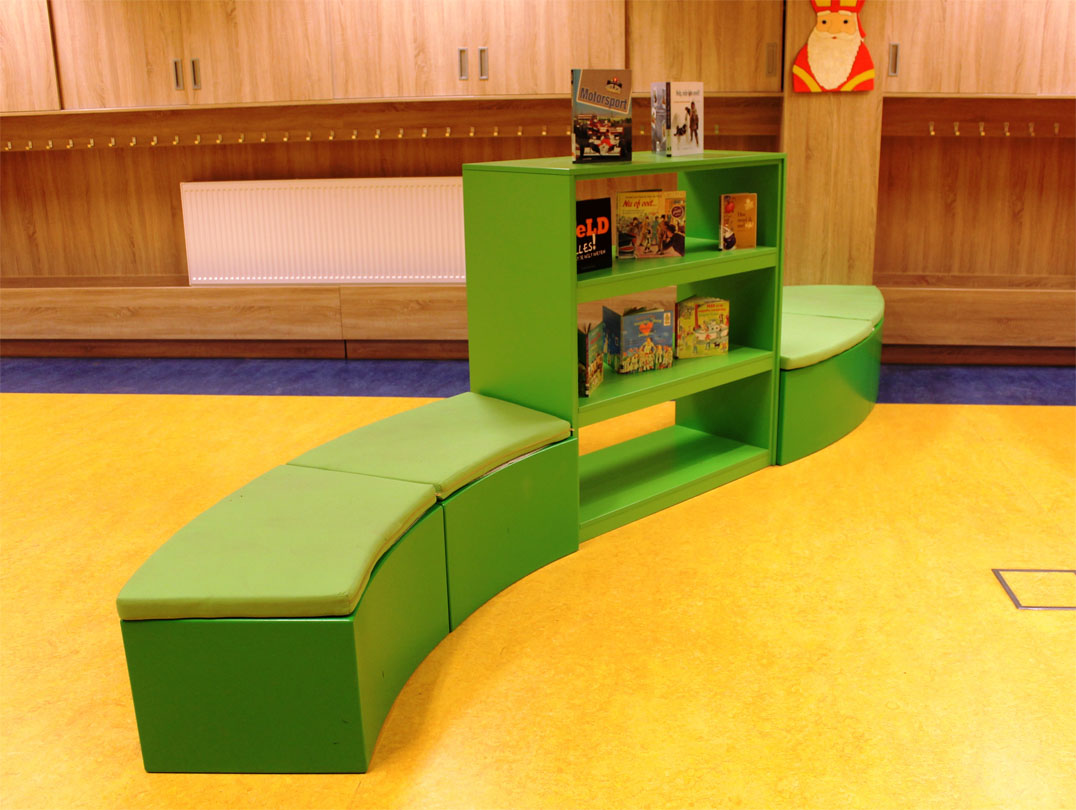 Zitslang Met Boekenkast Schoolmeubel Op Maat