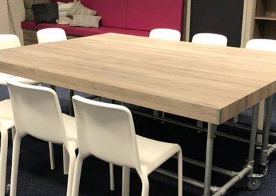 Verrijdbare tafels in de teamkamer
