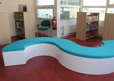 Speelse bank in bibliotheek