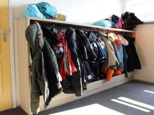 Garderobekast met ruimte voor tassen